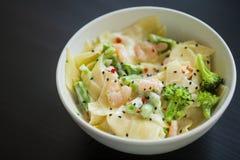 för pastaräka för fetuccini italienska räkor Arkivfoton