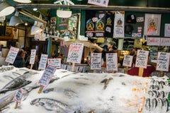 För pikställe för värld berömd marknad för fisk arkivbilder