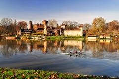 för po-flod för slott medeltida sikt Fotografering för Bildbyråer