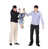 för pojke som gusd ner rymmer little översida två Arkivfoto