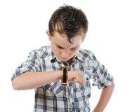 för pojke stående känslomässigt Arkivbild