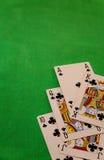 För pokerkort för kunglig spolning kombination på suddig lycka för förmögenhet för bakgrundskasinolek Royaltyfri Fotografi