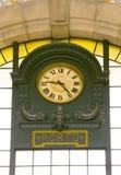 för porto för klocka gammalt drev station arkivfoto