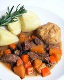 för potatisrosmarinar för klimpar engelsk stew arkivfoto