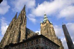 för prague för slottEuropa gammal foto vltava för lopp flod royaltyfri fotografi