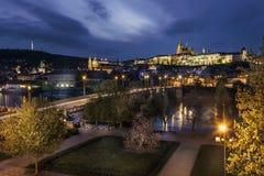 för prague för slottEuropa gammal foto vltava för lopp flod Royaltyfria Bilder