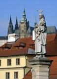 för prague för slottEuropa gammal foto vltava för lopp flod arkivfoto