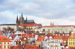 för prague för slottEuropa gammal foto vltava för lopp flod Arkivbilder