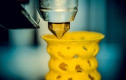 för printingobjekt för skrivare 3d closeup för form för guling Fotografering för Bildbyråer
