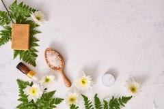 för produkttvål för closeup handgjord brunnsort Naturlig tvåldanande Tvål bommar för closeupen S royaltyfria bilder