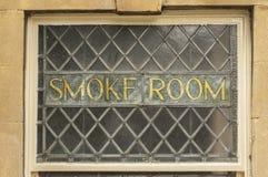 för publokal för guld gammalt fönster för rök för tecken Royaltyfria Foton