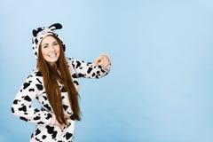 För pyjamastecknad film för kvinna bärande peka Royaltyfri Foto