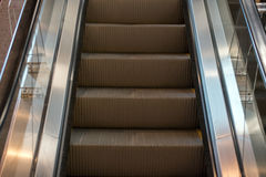 För rörande underjordisk gångtunnel rulltrappatunnelbana för tunnelbana inga personer Arkivfoton