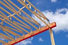För ramhus för konstruktion skelett- struktur för wood strålar Royaltyfria Foton