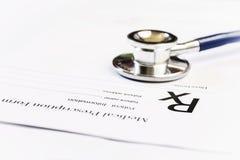För receptform för RX medicinsk stetoskop Arkivfoto