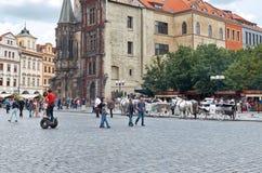 för republiktown för cesky tjeckisk krumlov medeltida gammal sikt Den gamla stadfyrkanten Prague astronomical klockatorn Royaltyfria Foton