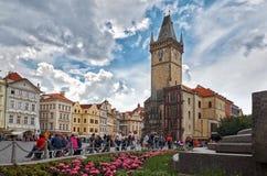 för republiktown för cesky tjeckisk krumlov medeltida gammal sikt Den gamla stadfyrkanten Prague astronomical klockatorn Arkivbild