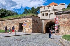 för republiktown för cesky tjeckisk krumlov medeltida gammal sikt Gatorna av Vysehrad i Prague 18 Juni 2016 Royaltyfria Foton