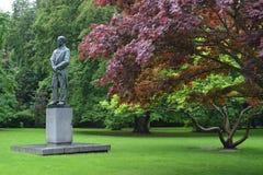för republiktown för cesky tjeckisk krumlov medeltida gammal sikt Monument till kompositören Antonin Dvorak i Karlo Royaltyfri Bild