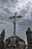 för republiktown för cesky tjeckisk krumlov medeltida gammal sikt Monumentet på Charles Bridge i Prague Juni 13, 2016 Royaltyfri Bild