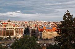 för republiktown för cesky tjeckisk krumlov medeltida gammal sikt Panoramautsikter härlig prague för afton för certovkastadsområd Arkivfoto