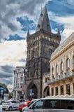 för republiktown för cesky tjeckisk krumlov medeltida gammal sikt Powder tornet Royaltyfri Fotografi