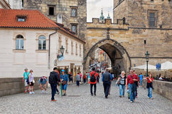 för republiktown för cesky tjeckisk krumlov medeltida gammal sikt Prague Charles mosts 15 Juni 2016 Arkivbild