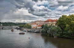 för republiktown för cesky tjeckisk krumlov medeltida gammal sikt prague flodvltava Juni 13, 2016 Royaltyfria Foton