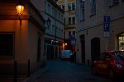 för republiktown för cesky tjeckisk krumlov medeltida gammal sikt Prague Nattgator 14 Juni 2016 Royaltyfri Fotografi