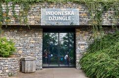för republiktown för cesky tjeckisk krumlov medeltida gammal sikt Prague Prague zoo indonesisk djungel Juni 12, 2016 Arkivfoton