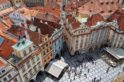för republiktown för cesky tjeckisk krumlov medeltida gammal sikt Sikt av Prague från en höjd av den astronomiska klockan Arkivfoton