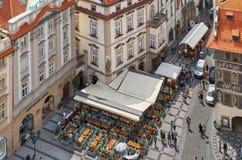 för republiktown för cesky tjeckisk krumlov medeltida gammal sikt Sikt av Prague från en höjd av den astronomiska klockan Royaltyfri Bild