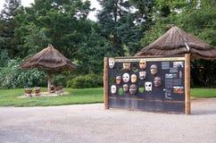 för republiktown för cesky tjeckisk krumlov medeltida gammal sikt Världen av apagudhanumanen i den Prague zoo 12 Juni 2016 Fotografering för Bildbyråer