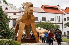 för republiktown för cesky tjeckisk krumlov medeltida gammal sikt Velke Popovice Statyget Juni 11, 2016 Arkivfoto