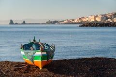 för rockshav för dag solig medelhavs- sommar för sky för seascape Royaltyfri Bild