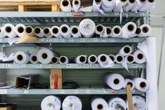 För Rolls för skärmprinting materiell maskin industriella Professi hylla Royaltyfri Fotografi