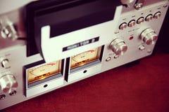 För rullbandspelardäck för parallell stereo öppen apparat för meter för VU för registreringsapparat Royaltyfri Foto