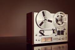 För rullbandspelardäck för parallell stereo öppen Closeup för tappning för registreringsapparat Royaltyfri Bild