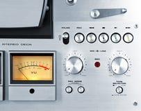 För rullbandspelardäck för parallell stereo öppen meter för VU för registreringsapparat Arkivfoton