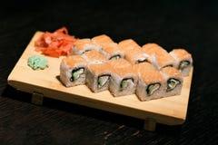 för rulllax för mat japan traditionella gjorda sushi rulle fotografering för bildbyråer