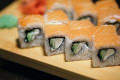 för rulllax för mat japan traditionella gjorda sushi rulle Royaltyfria Bilder
