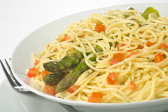 för såsspagetti för sparris ny naturlig tomat Royaltyfria Bilder