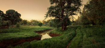 by för sagaflodväg royaltyfria foton