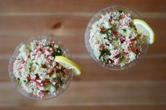 för salladinställning för couscous ljus naturlig utomhus- tabell Royaltyfri Foto