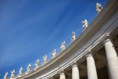 För San Pietro St Peter för Rome —piazza fyrkant ` s - kolonnad av Berninien Gianlorenzo italy Arkivbilder