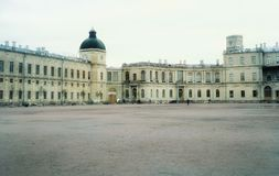 För Sankt-Petersburg Lomonosov stadshistoria för byggnad för arkitektur struktur för slott utomhus Royaltyfri Fotografi