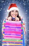 för santa för påsehattholding kvinna för vinter shopping Fotografering för Bildbyråer