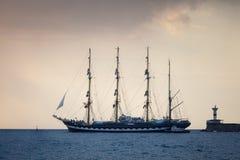för seglingship för liggande 3d solnedgång Arkivbild