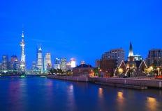 för shanghai för natt orientalisk pärlemorfärg sikt för tv torn Arkivbilder