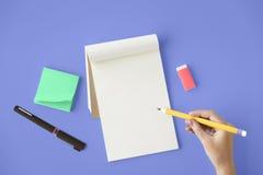 För sidadagbok för tom modell tomt begrepp för utrymme för kopia arkivfoto